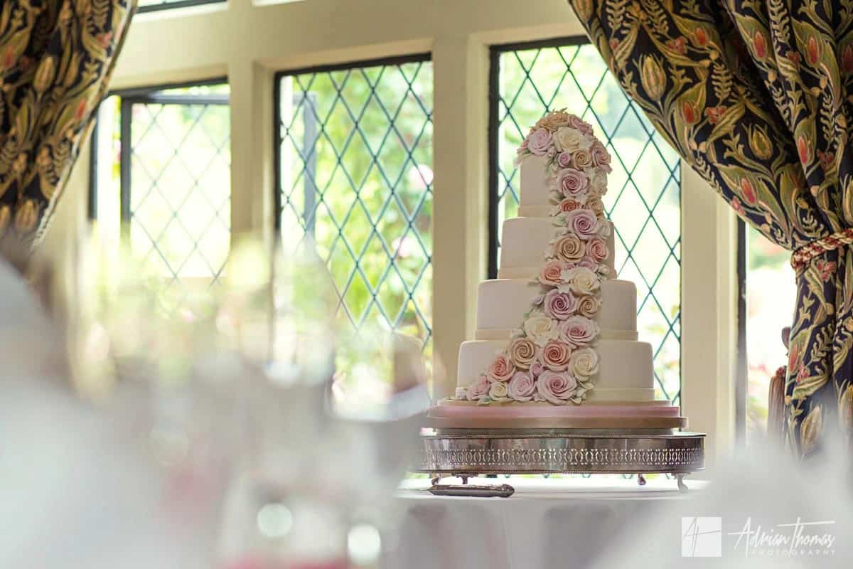 Image of wedding cake.